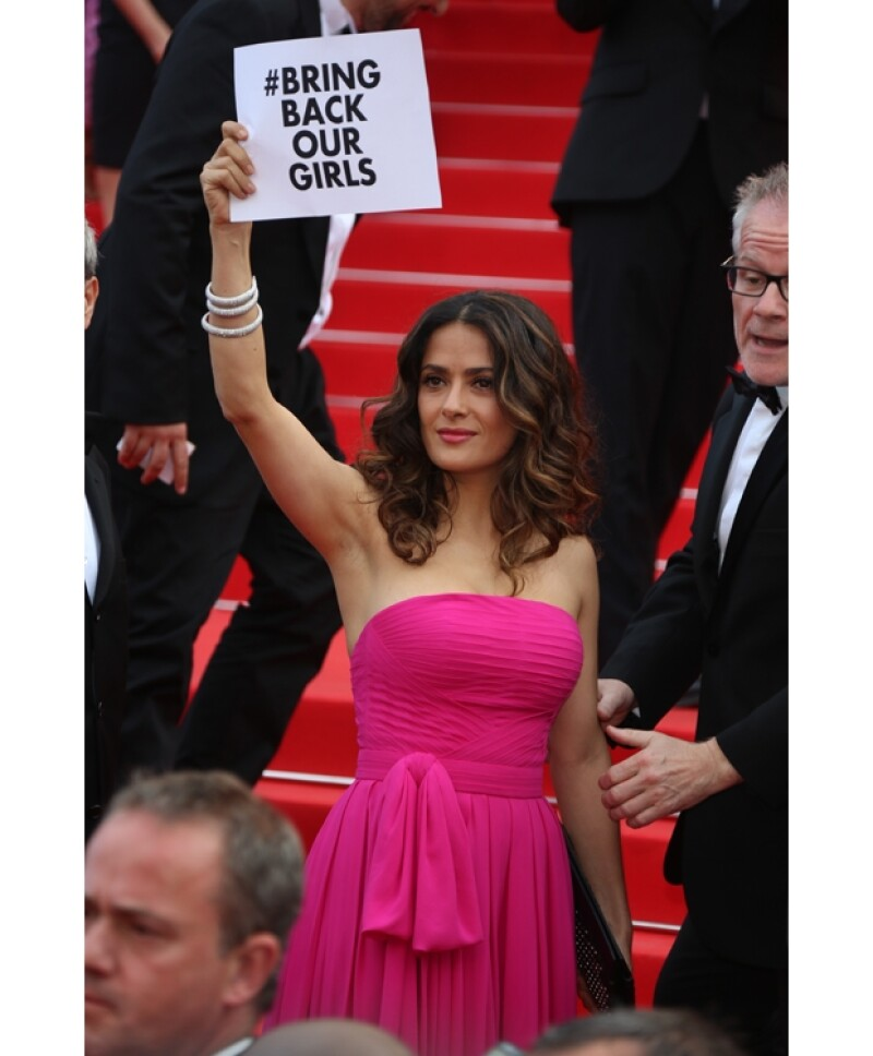 Salma Hayek aprovechó la atención del Festival de Cine de Cannes para hacer conciencia sobre la situación de las niñas secuestradas en Nigeria.