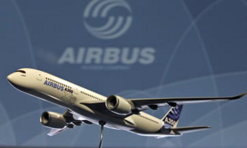 Air France-KLM lanzó una oferta por 100 Airbus A350 medianos o Boeing 787 para renovar su flota para viajes de largas distancias. (Foto: AP)