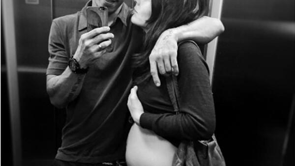 El actor no puede estar más orgulloso de su esposa, por lo que presumió una linda fotografía con la actriz.