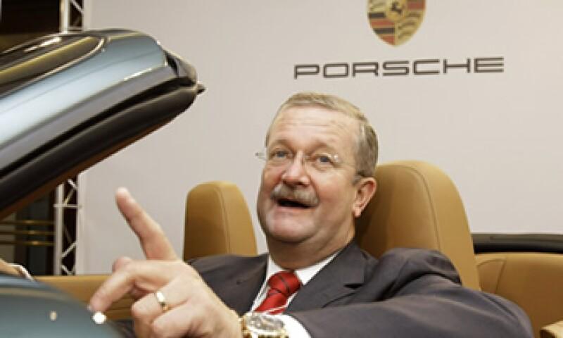 Wendelin Wiedeking es acusado de manipular información de la empresa y llevarla al mercado. (Foto: AP)