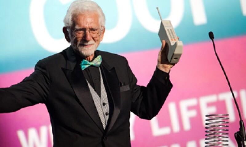 El ingeniero Martin Cooper realizó la primera llamada de celular. (Foto: AP)