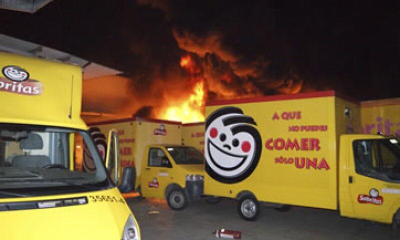 Cuatro instalaciones y 40 vehículos de la empresa Sabritas fueron incendiados en Michoacán y Guanajuato. (Foto: Reuters)