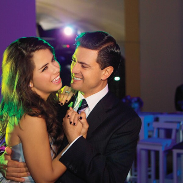 Paulina con su papá, Enrique Peña Nieto, en su fiesta de XV años.