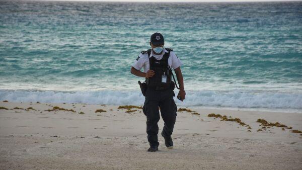 Rondines de la policía municpal por las playas de Cancún