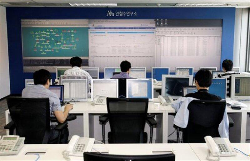 El Servicio Nacional de Inteligencia mantendrá la revisión de los sitios ante nuevos ataques. (Foto: AP)