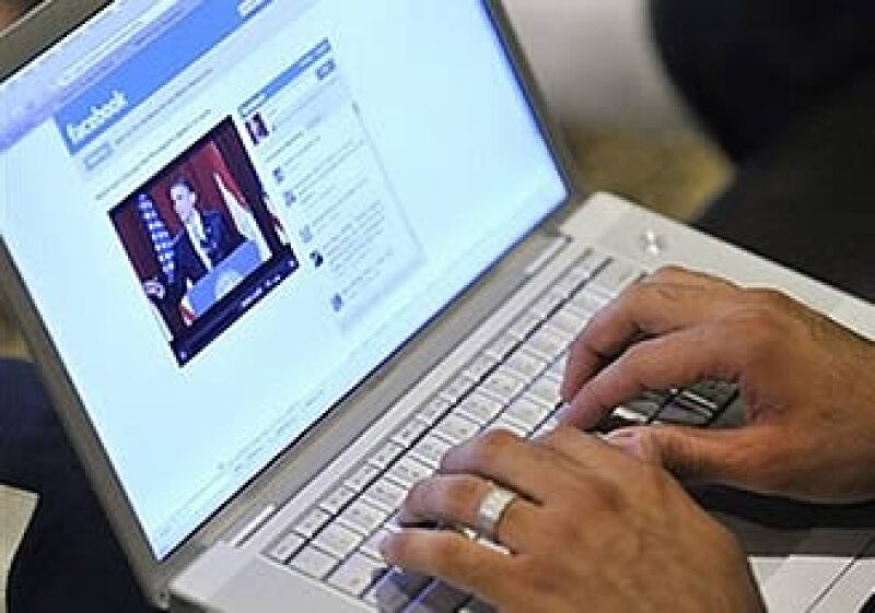 Facebook confirmó que la compra de sus acciones está en proceso. (Archivo)