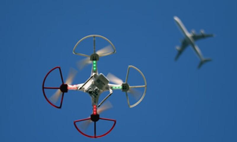 Los drones se han convertido en un dolor de cabeza para las autoridades estadounidenses, motivo para crear un registro federal de estos aparatos (Foto: Getty Images/Archivo )