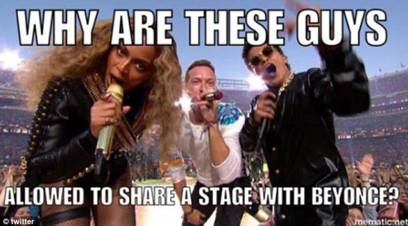Aunque Beyoncé y Bruno Mars fueron objeto de memes durante su show del medio tiempo, fue Chris Martin el que se convirtiera en el centro de éstos.