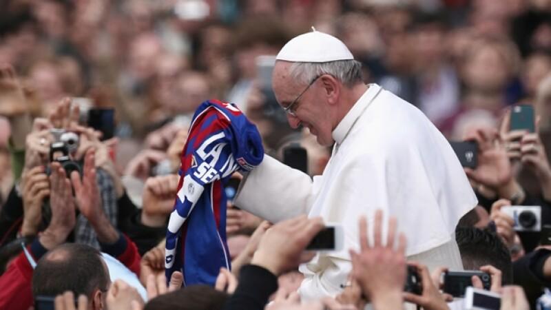 papa bendice al san lorenzo