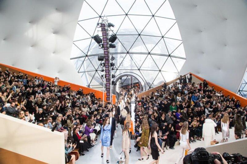 La firma francesa presentó en el recién ignaurado Fondation Louis Vuitton.