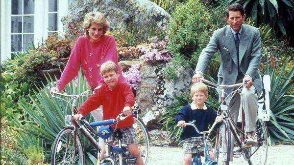Estas fotografías inmortalizaron grandes momentos de la familia real conformada por el príncipe Carlos y Lady Di.