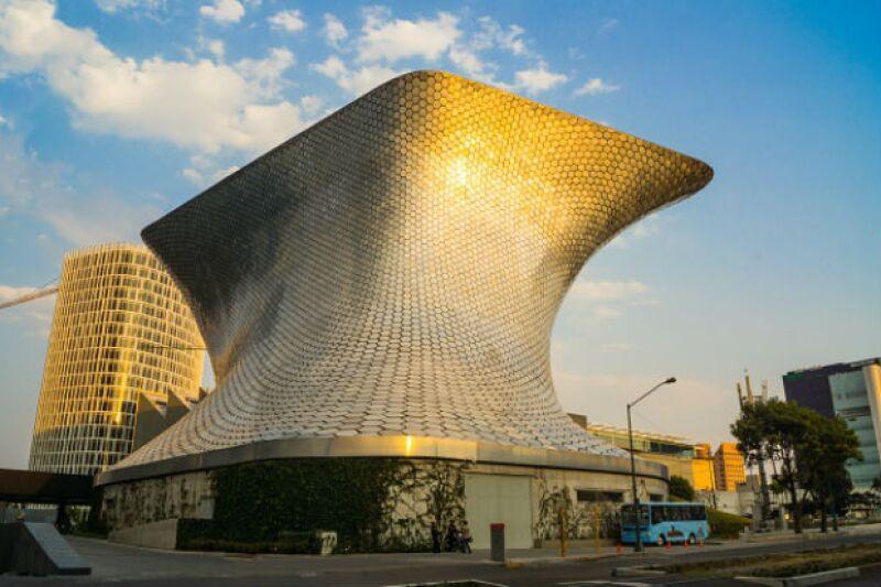 Nada como tu propio museo para guardar tu vasta colección de arte. Museo Soumaya, de Carlos Slim.
