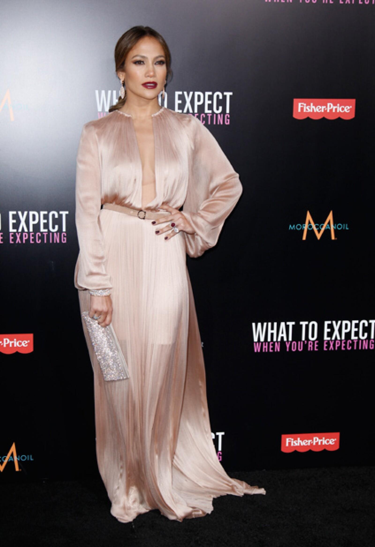 La cantante de origen puertorriqueño Jennifer López encabeza la lista de las 100 celebridades más poderosas del mundo, que publica la revista Forbes.