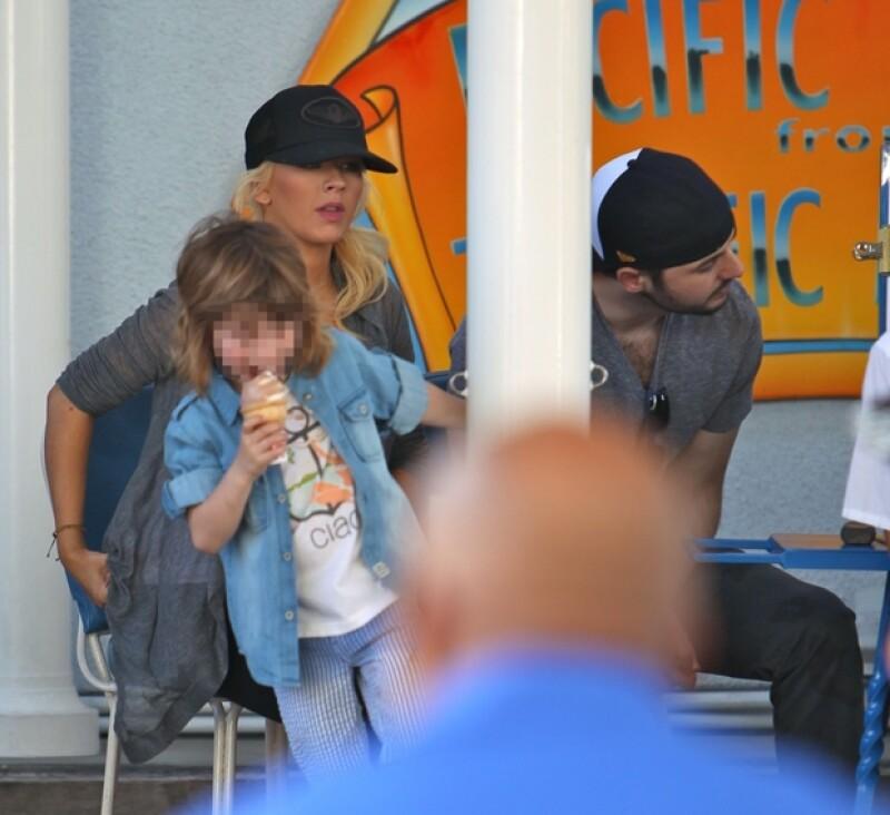 Christina, Max y Matt, disfrutando de una tarde juntos en Anaheim, California.