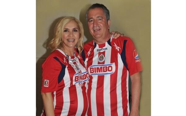 Jorge Vergara y su esposa Angélica Fuentes en la inauguración del estadio Omnilife, donde dieron a conocer el nombre que llevaría su hija.