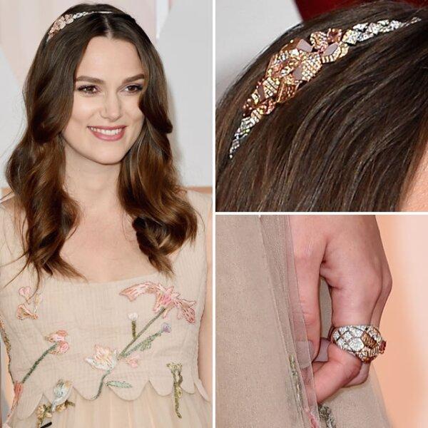 La actriz británica Keira Knightley, lució una diadema con diamantes blancos y rosas de 18k con zafiros rosas y ópalos, y un anillo de diamante Sunset con zafiro, ambos de Chanel Fine Jewellery.