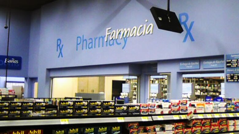 Los letreros están en inglés y español para atender a varios mercados.