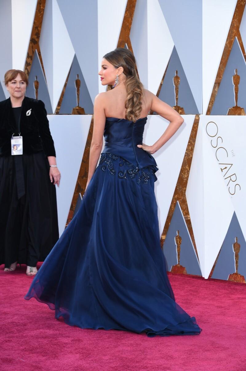 Su look fue complementado con accesorios Lorraine Schwartz.