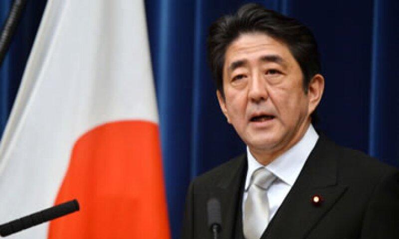 El titular de la nación, Shinzo Abe, ha promovido una agresiva política económica para reanimar al país. (Foto: Getty Images)