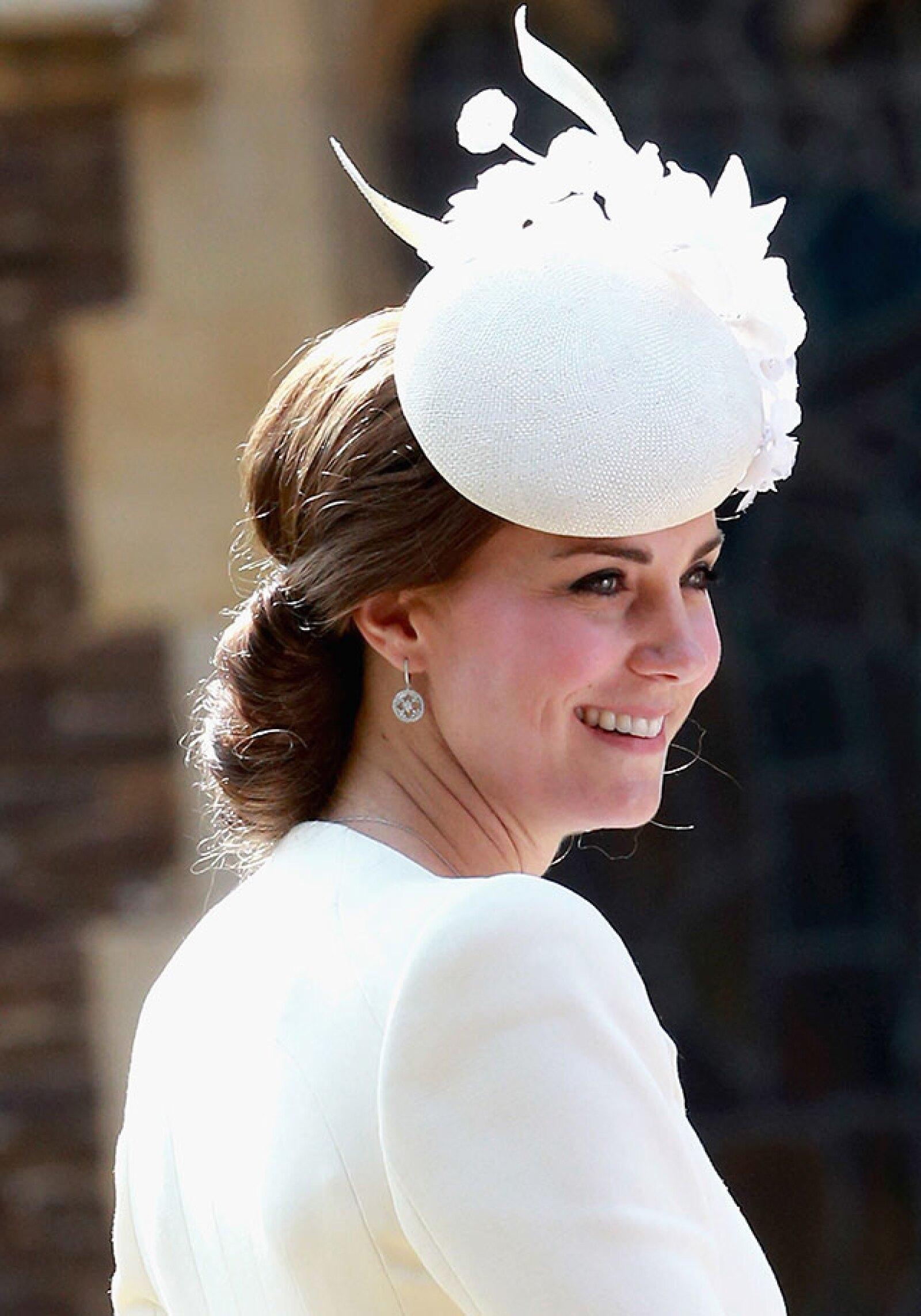 El tocado que utilizó la duquesa es de la diseñadora Jane Taylor.
