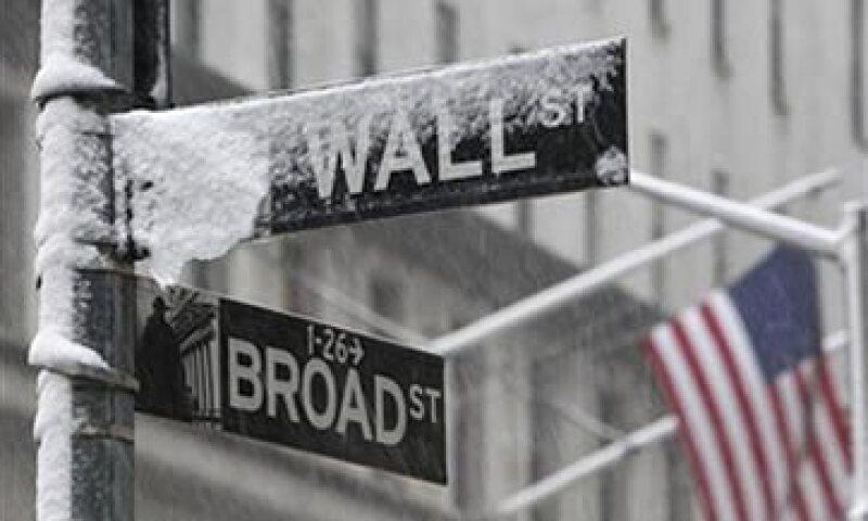 Wall Street opera con fuertes pérdidas a media jornada de este martes. (Archivo)
