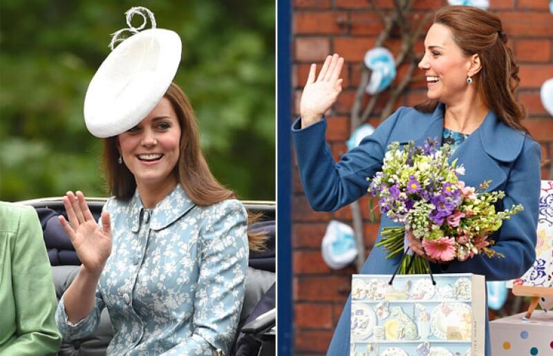 Kate casi siempre saluda de la misma manera: El pulgar separado, los siguientes tres dedos juntos y el meñique solo.