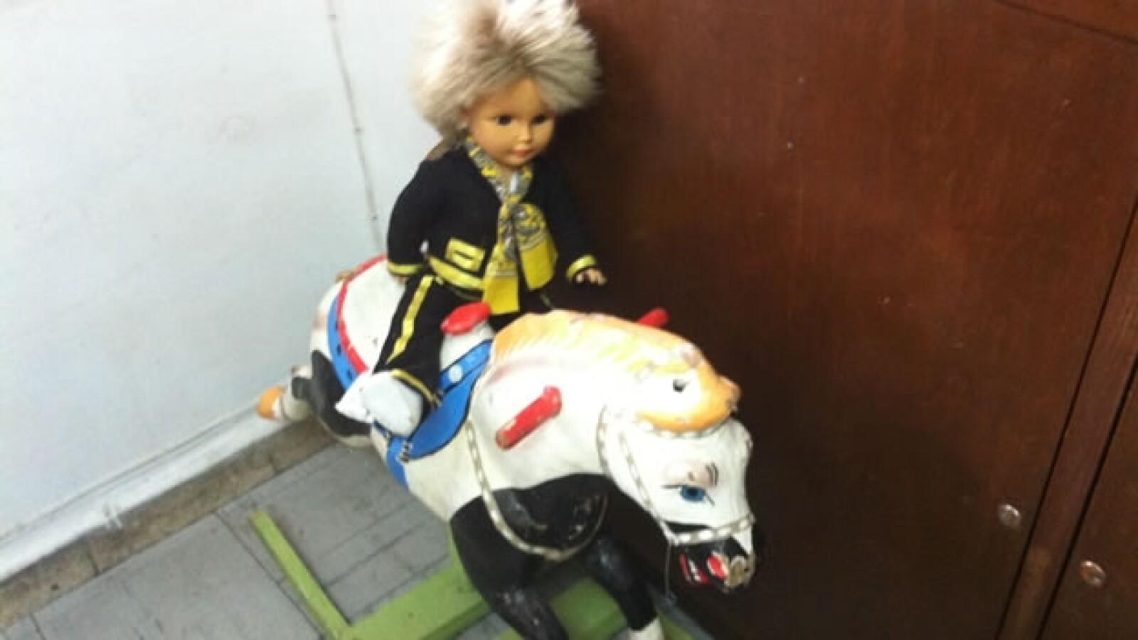 juguete en la oficina de roberto shimizu