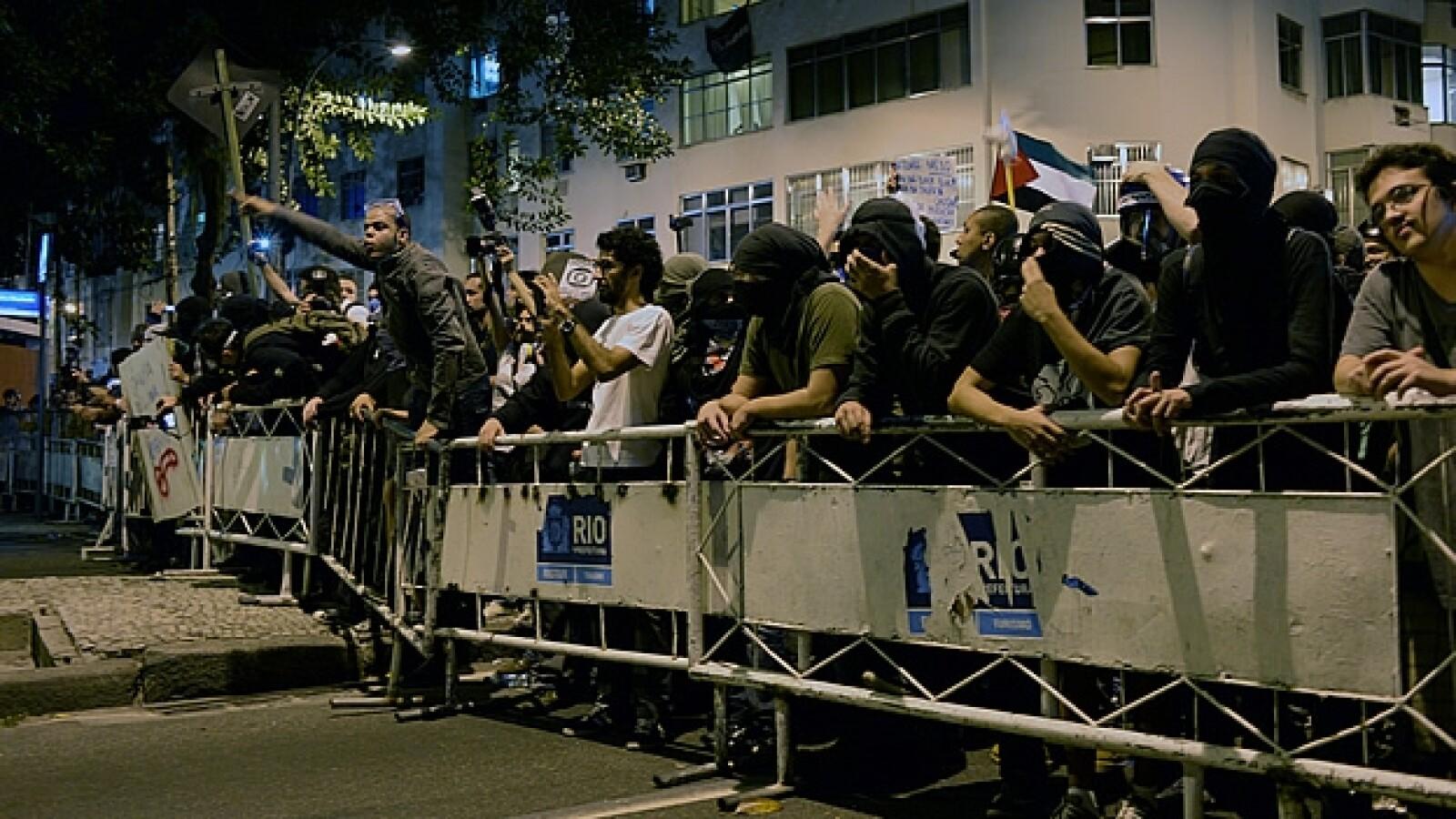 Manifestantes vallas seguridad