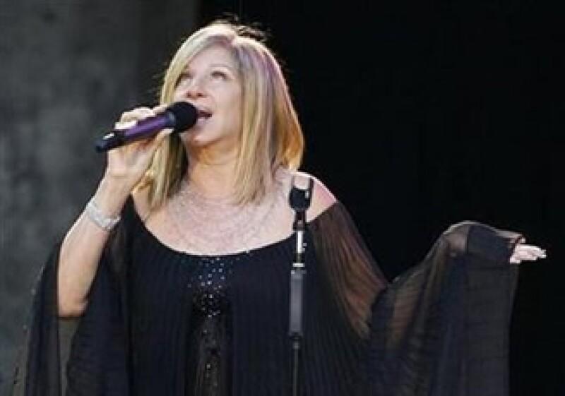 La colección de objetos de Barbra Streisand se exhibirá en Inglaterra, previamente a la subasta. (Foto: Reuters)