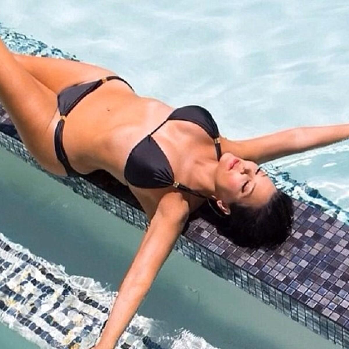¡Hot mamma! Kris Jenner disfruta el sol en bikini