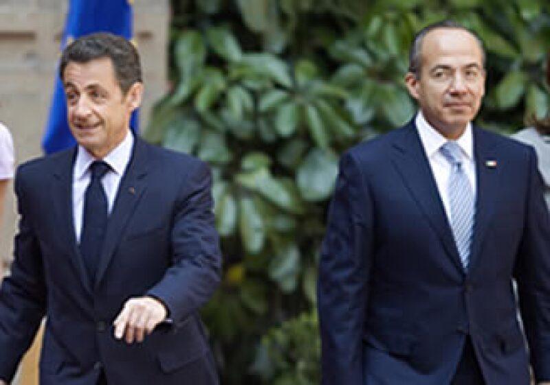 Los gobiernos de Nicolas Sarkozy y Felipe Calderón enfrentan un momento complicado. (Foto: AP)