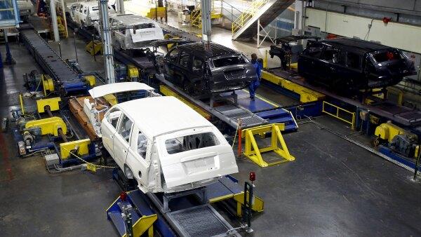 Economistas consultados en un sondeo de Reuters proyectaban que la producción industrial subiera un 0.2% en junio.