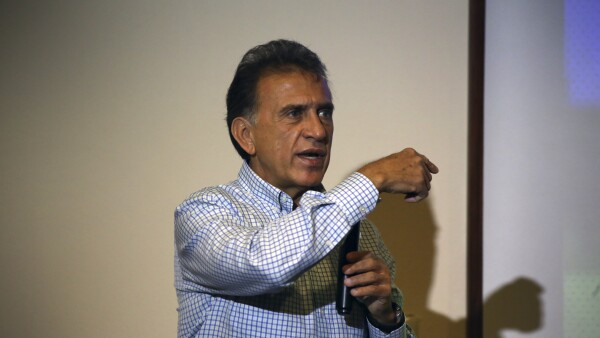 El candidato insiste en que se trata de ataques orquestados directamente por el gobernador Javier Duarte y el PRI.