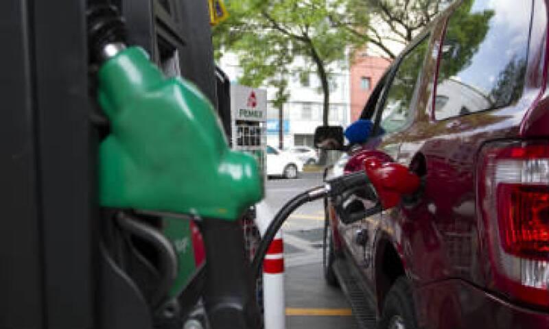 Un vehículo de transmisión manual usualmente consume menos combustible.(Foto: Cuartoscuro/archivo )