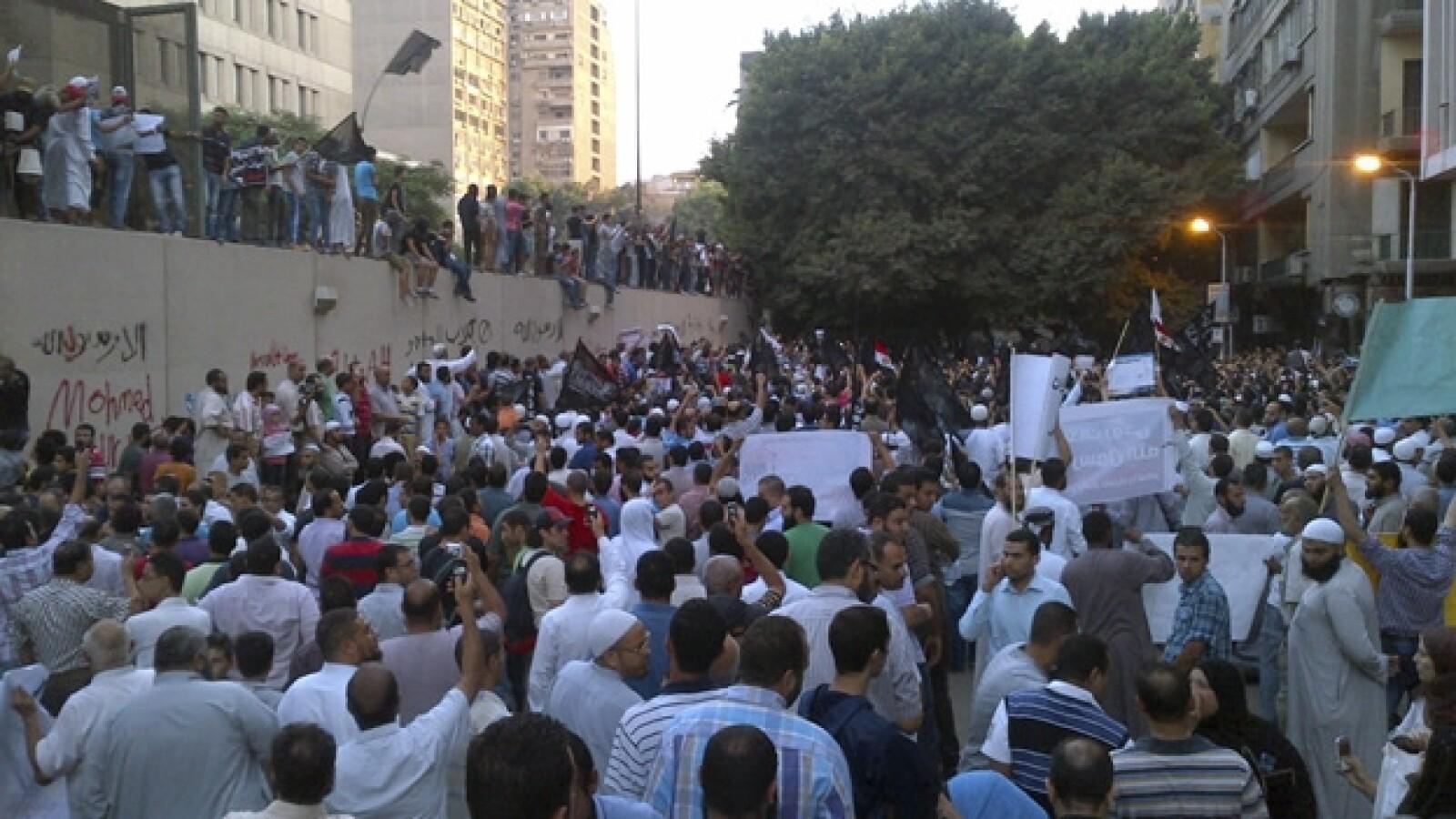 manifestacion en la embajada de eu