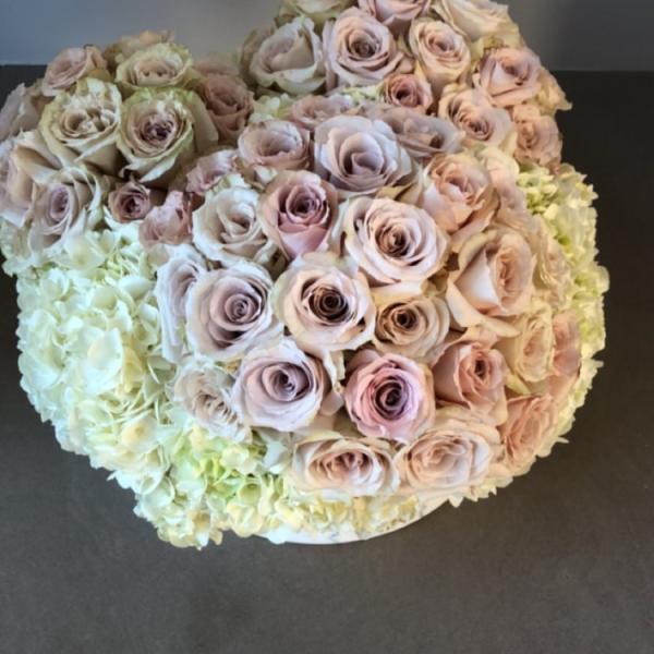 Kim Kardashian recibió decenas de flores por su cumple 37