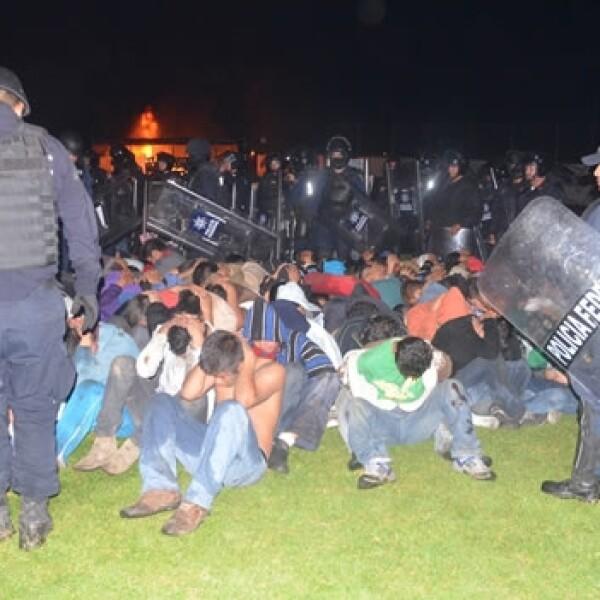 Enfrentamientos entre normalistas y policías federales