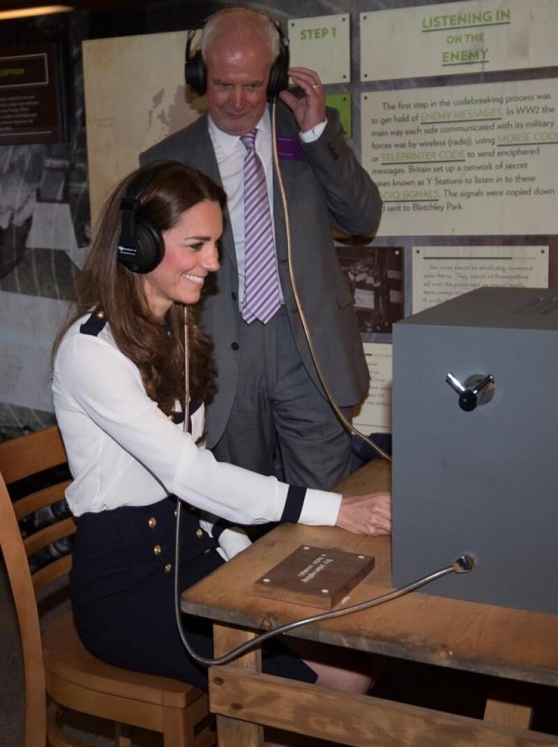 Kate Middleton pudo conocer las máquinas con las que trabajó su abuela.