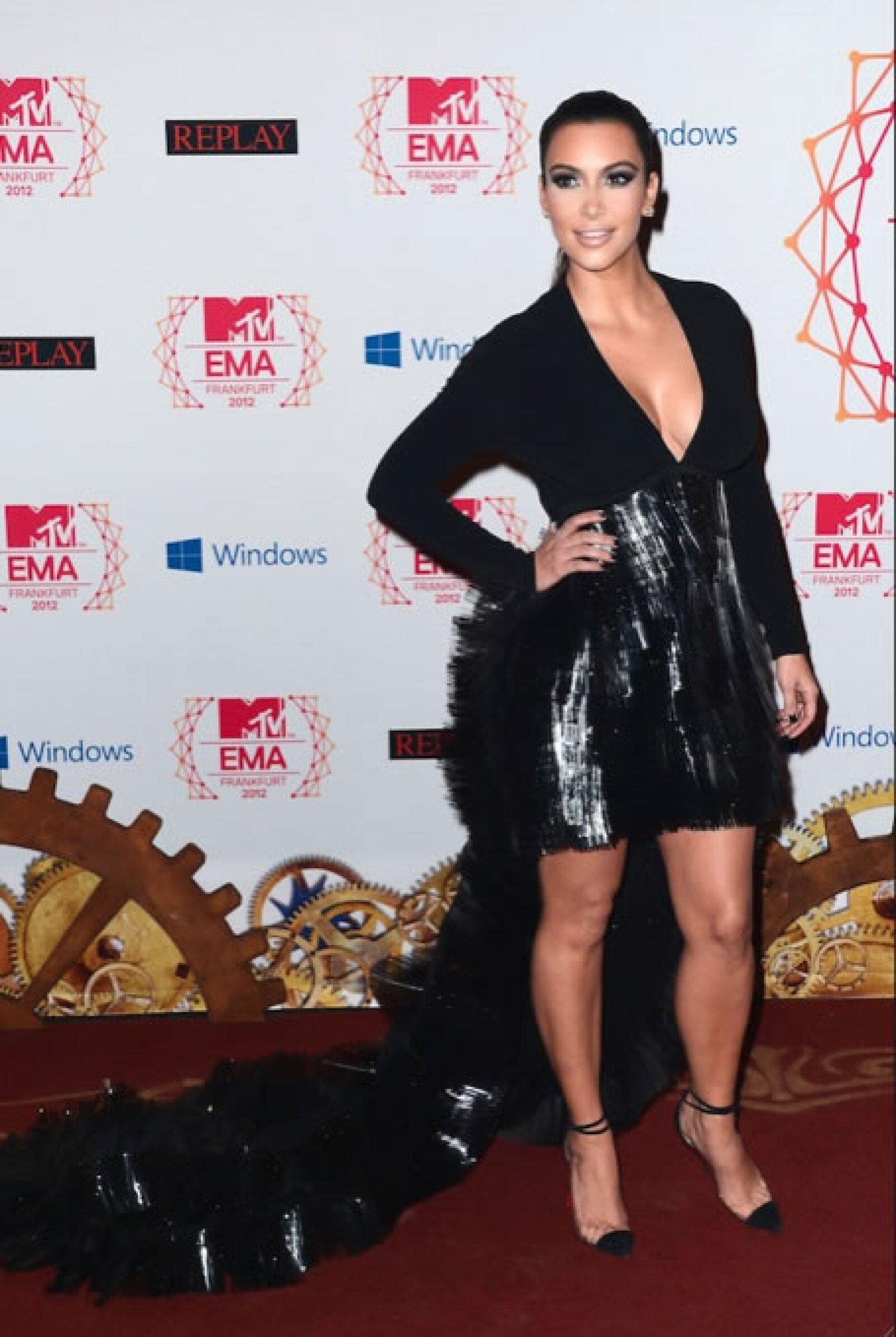 "Kim Kardashian- ""Kim Kardashian usando algo extra en su enorme trasero es como si Lea Michele se pone una naríz de payaso´."
