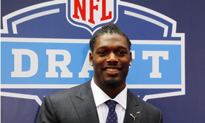 Jadeveon Clowney es uno de los novatos de la NFL a quien los veteranos aconsejan cuidar su dinero; firmó un contrato de 22 mdd. (Foto: Reuters)
