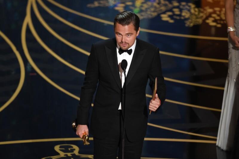 El actor recibió una gran ovación y se mostró agradecido por su premio.