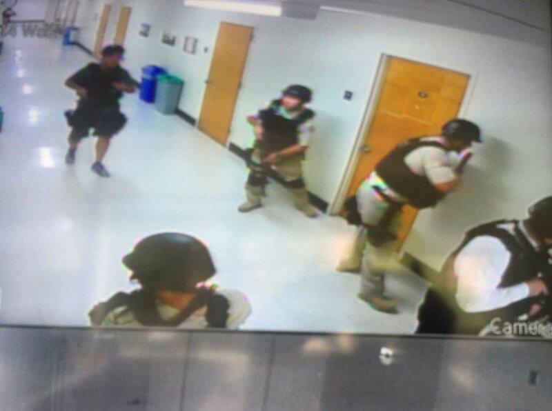 La policía cerró las instalaciones universitarias durante dos horas, luego del tiroteo.