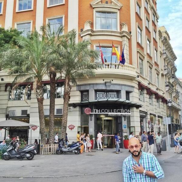 Paulo Orendain turisteando en las calles de Madrid