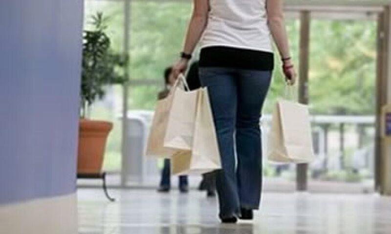 Evita costear con crédito gastos que no alcanzas a cubrir con tu ingreso. (Foto: Archivo)
