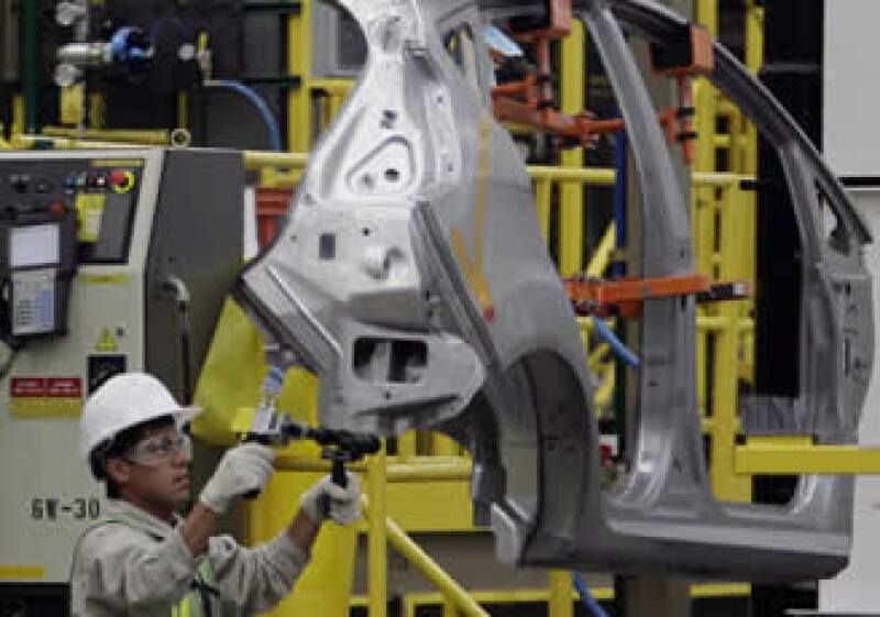 Las armadoras desarrollan autos eléctricos e híbridos, pero las acciones ambientales no se limitan sólo a eso. Las marcas con presencia en México trabajan en acciones que van desde la eficiencia en el uso de la energía y reciclaje de materiales, hasta pla