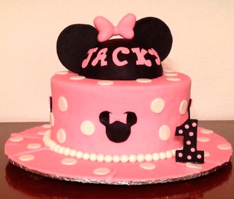 Este fue el pastel de cumpleaños de Mini Jacky.