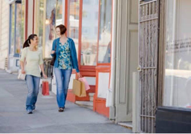 La opinión de los consumidores estadounidenses sobre su situación económica actual mejoró en el mes. (Foto: Jupiter Images)