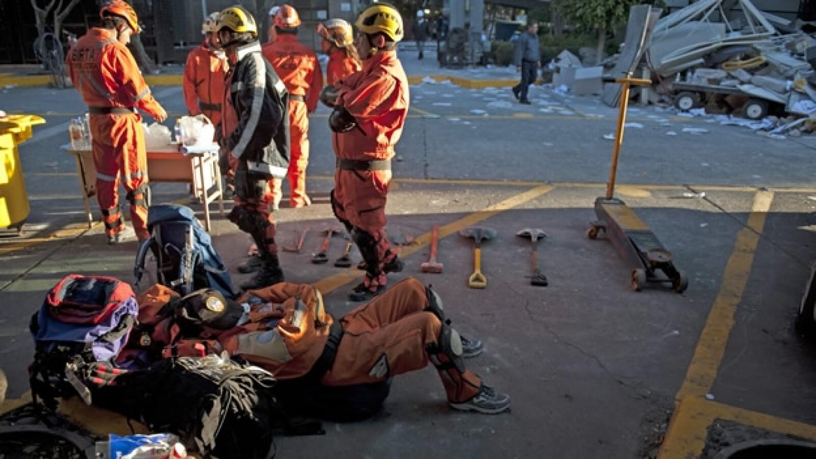 equipos de rescate explosion Pemex
