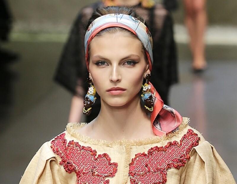 En el desfile de Dolce & Gabanna en la Fashion Week de Milán, las modelos ostentaron aretes que se consideraron racistas.