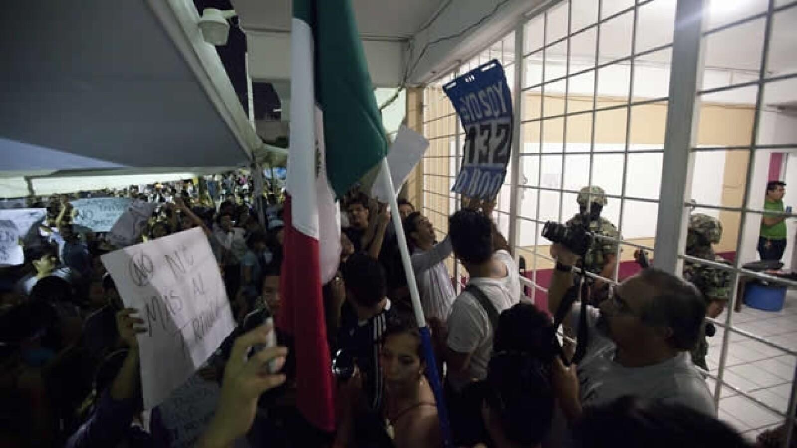 #Yosoy132 protesta ante sede del ife en Cancún 6